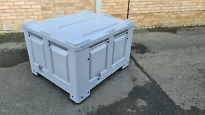Grey Plastic Pallet Box with Lid, 610 litre, very good condition, Stackable.