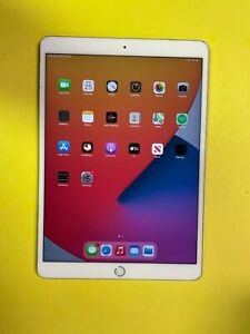 Apple iPad Air 3rd Generation - 64GB, (Unlocked), 10.5in - LCD spot & Bent