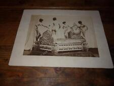 1900.phototographie d'un étonnant lit aux quatre nus (curiosa).