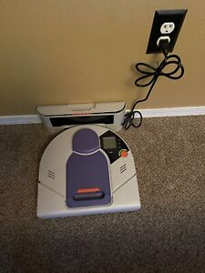 Neato XV-21 Robotic Vacuum Cleaner Sweeper With Charger Works NEEDS BATTERY