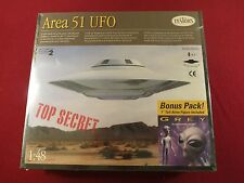 AREA 51 UFO  1:48 SCALE FLYING SAUCER & GREY  ALIEN  MODEL KIT SEALED NM/MT