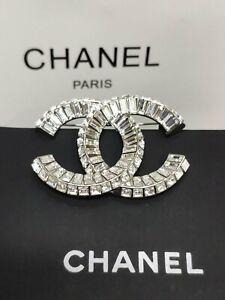 NEW IN Chanel CRYSTAL CC LOGO BROOCH Pin