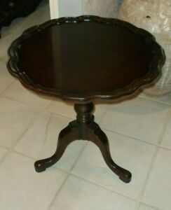 "Drexel Heritage 24"" Round Pie Crust Table"