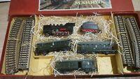 Marklin échelle ho coffret 1 locomotive 130 et tender,3 voitures et rails