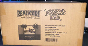BRAND NEW🚨Dragons Lair RepliCade New Wave Toys 1/6 Scale Arcade Machine Cabinet