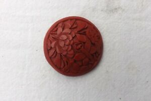 A BEAUTIFUL CHINESE RED CINNABAR LACQUER BUTTON FLOWER DESIGN 3cm (912)