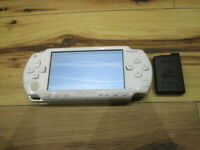 Sony PSP 1000 Console Ceramic White w/battery Pack Japan o704