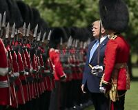 DONALD TRUMP INSPECTS THE GUARD OF HONOR @ BUCKINGHAM PALACE  8X10 PHOTO (SP081)