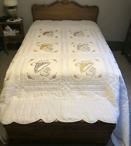 New Amish Handmade King Sized Quilt 96 x 112  Embroidered Umbrellas