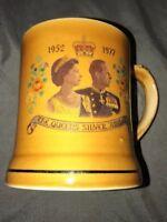 Queen Elizabeth II The Silver Jubilee 1977 Coffee Tea Cup Mug Wade Ireland Brown