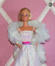 Barbie im Kleid der Crystal Glow mit Stola - 80er Sammlung