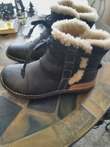 Ugg La Jolla Suede Boots Black Size 5