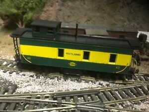 Roundhouse HO 3 window wood caboose custom painted & decaled Rutland Railroad