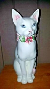 BEAUTIFUL VINTAGE ITALY LARGE WHITE CAT WITH FLORAL COLLAR FIGURINE