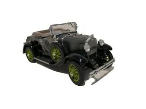Danbury Mint 1:24 1931 Ford Model A Deluxe Roadster Black w/ Green Wheels