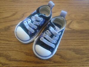 Converse All Star sz 2  toddler navy blue with stars stretch lace athletic shoes