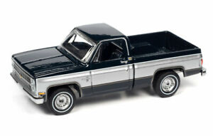 AUTO WORLD 1:64 MIDNIGHT BLUE 1982 CHEVY SILVERADO C10 PICKUP - *PRESALE*