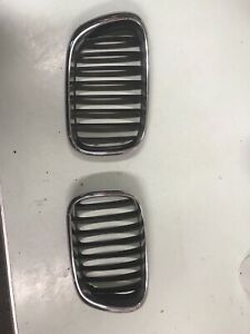 BMW X5 GRILLE 2001 2002 2003 E53 LEFT AND RIGHT 5113 8247 674 OEM