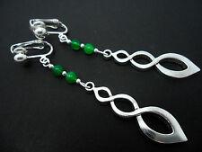 Un Par De Plata Tibetana & Green Jade de grano largo con muchas curvas Clip en pendientes. Nuevo.