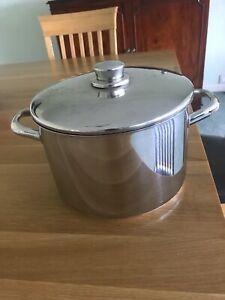 Large Stellar Pot with lid