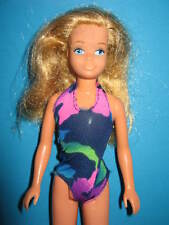 B212-ALTE VINTAGE SKIPPER BARBIES SCHWESTER MATTEL IM ORIGINAL TROPICAL SWIMSUIT