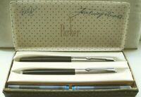 "PARKER "" 45 STANDARD "" 2 er SET in SCHWARZ/CHROM; 14Kt.GOLDFEDER  ORIGINALBOX !"