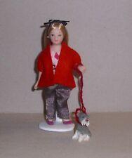 Susi, ein Puppenstubenmädchen mit Ihrem Lieblingshund -Miniatur 1:12