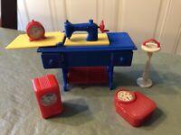 Lot Of 5 Pc Vintage Renewal Dollhouse Sewing Machine Radio Ashtray Scale Clock
