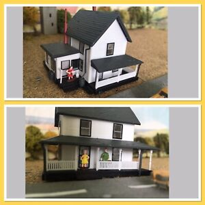 N GAUGE~Plastic Building~House with Veranda and People and Child.