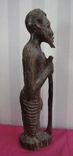 AFRIQUE 1920-30 / STATUETTE BOIS VIEILLARD AVEC SON BATON hauteur 44cm
