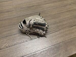 "Wilson A2000 D33 11.75"" Trapeze Baseball Gray Black"