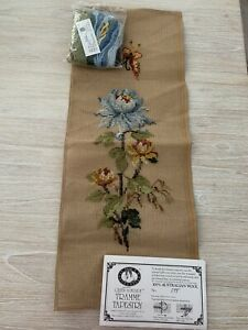 B/NEW QUEEN ADELAIDE Tramme TAPESTRY CANVAS & WOOL No. 698