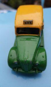 VINTAGE DINKY MODEL 254 AUSTIN TAXI CAR .