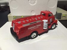 1/34 First Gear Parkway Dealers 10th Anniversary Mobilgas 1952 GMC 352 Tanker