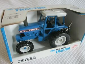 VINTAGE ERTL DIE CAST FORD TW-5 FWDA TRACTOR 1/32 SCALE WITH BOX