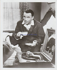 THE MANCHURIAN CANDIDATE FRANK SINATRA PLAYING 78 RPM RECORDS ON OLD VICTOROLA