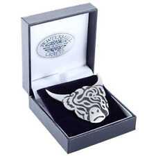 Gran Escocés Vaca Montañas Escocesas Peltre Broche en caja de regalo