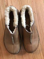 UGG Australian #1928 Bettey Slip On Light Brown Leather Sherpa Shoes Women 6 EUC
