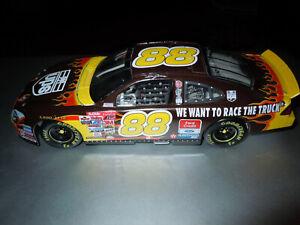 Dale Jarrett 2001 #88 UPS Race Car 1:24  Stock Car