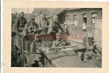 Foto, Westfront, Kolone marschiert in Belgische Stadt ein; 5026-283