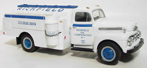 First Gear 28-1041 Richfield '51 Ford Tanker RARE SERIAL NUMBER 1 , 1/34