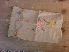 Petit sac ou étui  ancien en tissu brodé de fleurs.