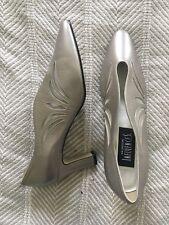 Fashion Influences Leather Cutout Pumps Vintage Sz 8 Neutral/Taupe/Silver Euc