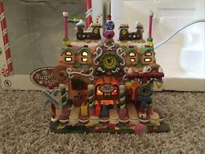 """Lemax Sugar 'N Spice """"Sugarland Station"""" Porcelain Lighted House Christmas"""