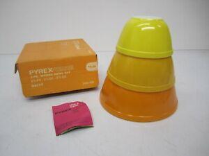 Vtg NOS NIB Corning Pyrex Ware 3 Pc Mixing Bowl Set Daisy Yellow Orange 300-39