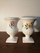 Paire de vase Medicis céramique blanche liseré doré motif floral