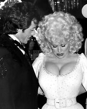 "SYLVESTER STALLONE & DOLLY PARTON IN ""RHINESTONE"" - 8X10 PUBLICITY PHOTO (AZ562)"