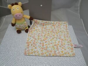 Latitudes Enfant doudou mouchoir girafe jaune tissu et éponge 30 cm env