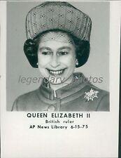 1975 Portrait of Queen Elizabeth II British Ruler Original News Service Photo