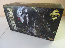Hot Toys 1/6th Scale Exclusive Original Predator MMS90 Action Figure Pre-Owned